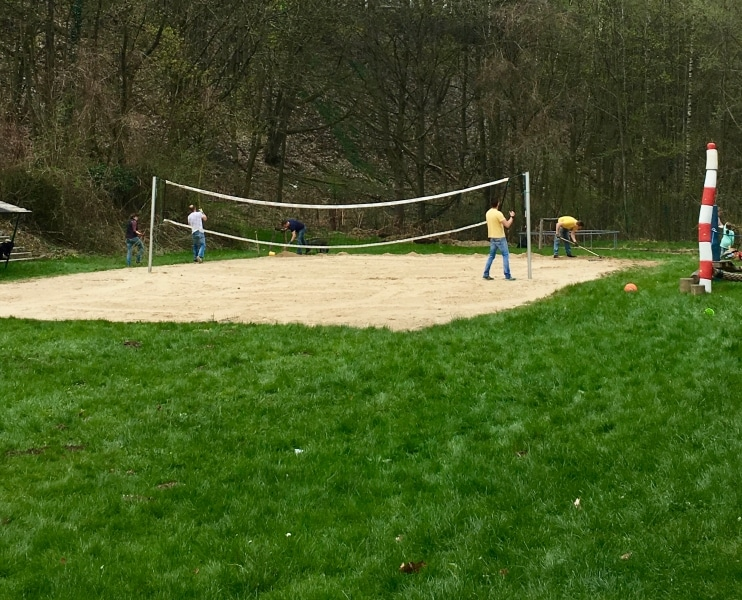 Beachvolleyballplatz aufbauen